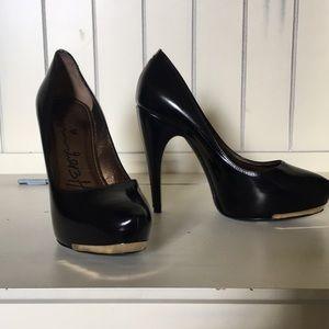 Lanvin size 37.5 black patent heels